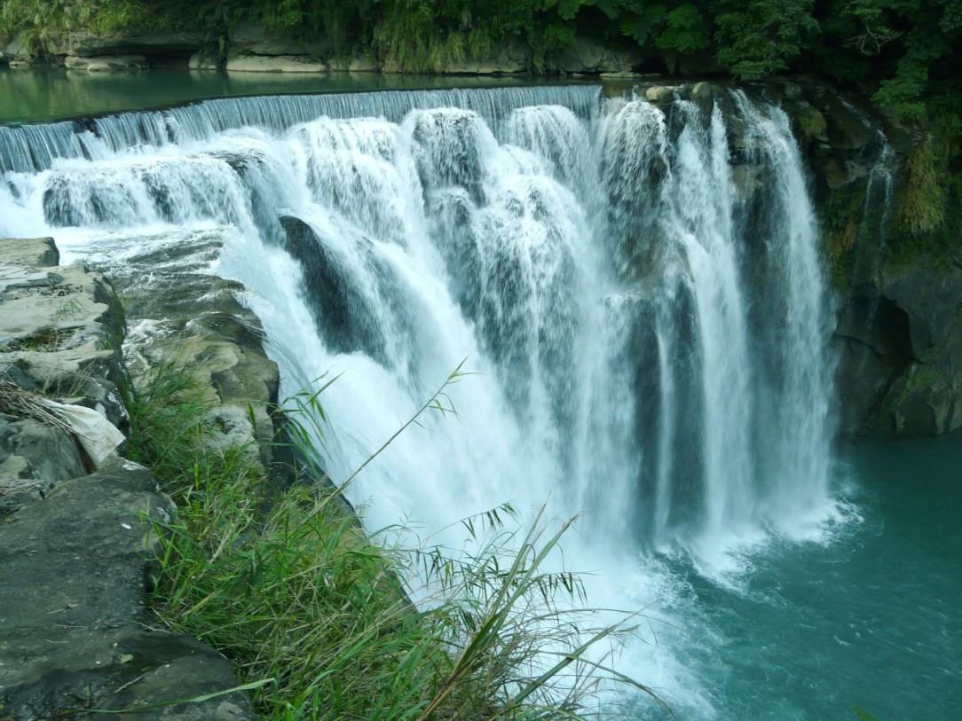 greenery-waterfall-shifen-waterfall-pingxi-taiwan.jpg